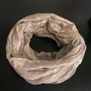 🔴CHARLOTTE RUSSE dusty pink/silver infinity scarf